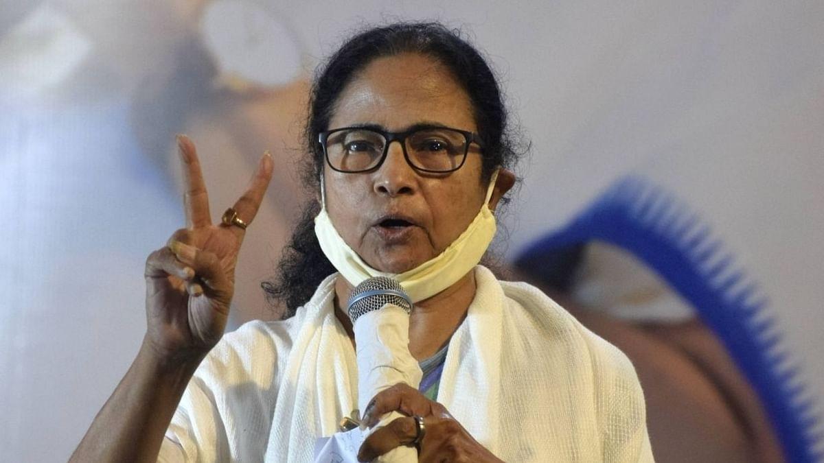 ممتا بنرجی نے بنگال کے گورنر پر لگایا بدعنوانی میں ملوث ہونے کا الزام