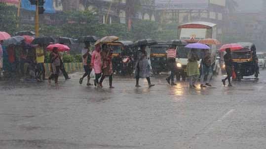 ممبئی میں گھن گرج کے ساتھ مانسون کی پہلی طوفانی بارش، عام زندگی مفلوج