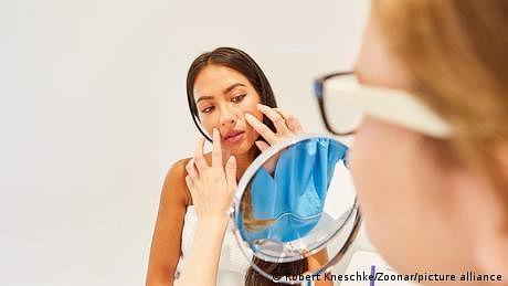 کورونا وبا: کاسمیٹکس انڈسٹری کے لیے باعثِ رحمت