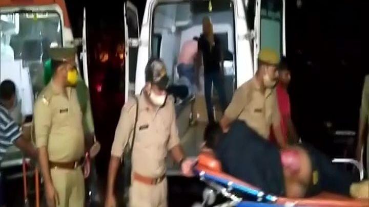یوپی کے بارہ بنکی میں دلخراش حادثہ، بہار جانے والی بس داور ٹرک میں تصادم، 18 افراد ہلاک
