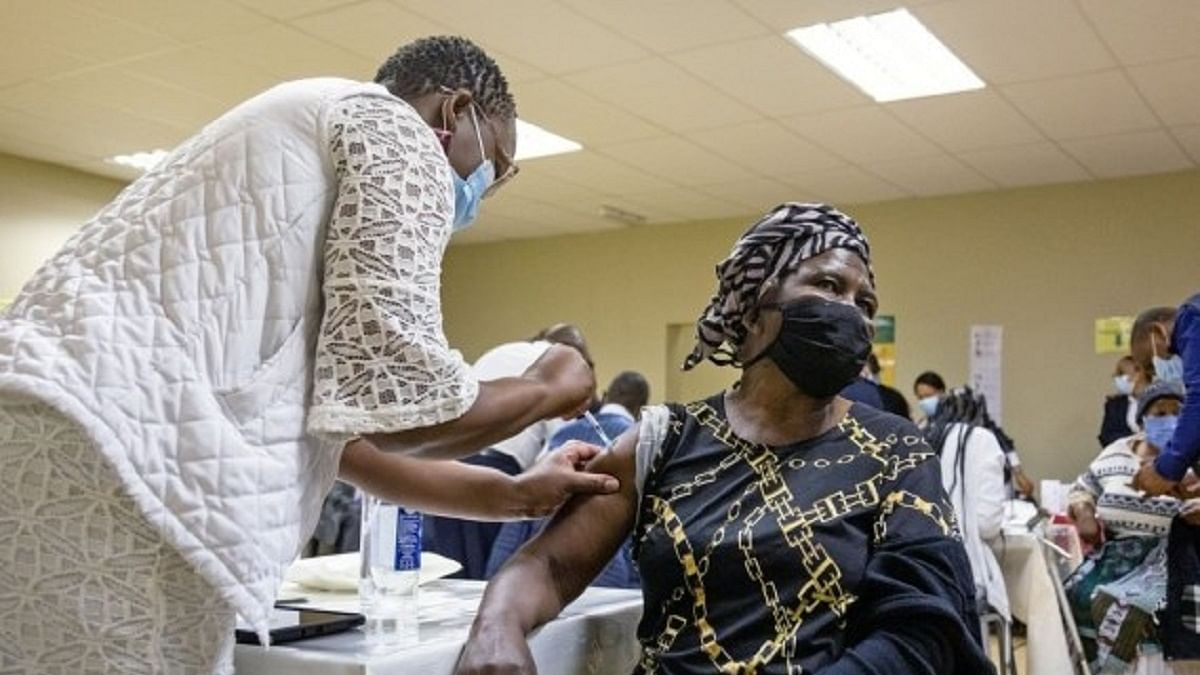 جنوبی افریقہ: کورونا وائرس کی ٹیکہ کاری کے بعد ہونے والی اموات کی تحقیقات شروع