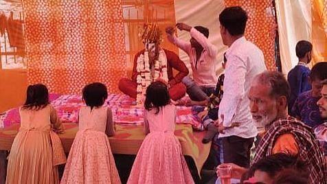 بھارت: کورونا کے سبب والدین پر لڑکیوں کا 'بوجھ' بڑھ گیا