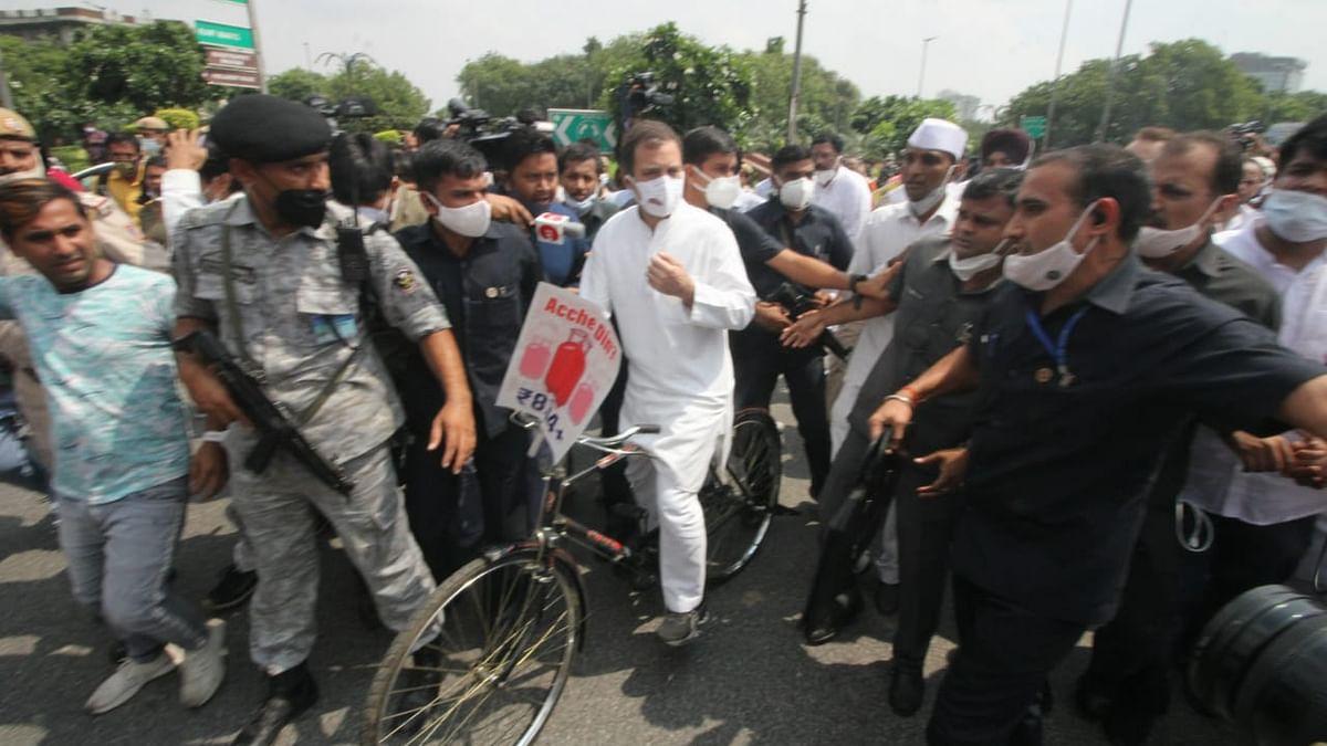 اپوزیشن کی 'بریک فاسٹ میٹنگ' میں 14 جماعتوں کی شرکت، اجلاس کے بعد راہل گاندھی کا سائیکل مارچ