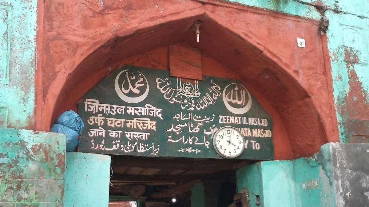 اپنی حالت زار پر اشک بار ہے مغل دور کی زینت المساجد