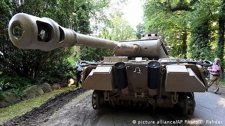 تہہ خانے میں دوسری عالمی جنگ کے ٹینک کا کیا بنے گا؟