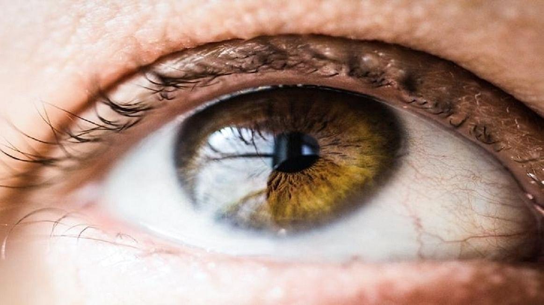 آنسو سے بھی پھیل سکتا ہے کورونا، ماہر چشم کو محتاط رہنے کی صلاح