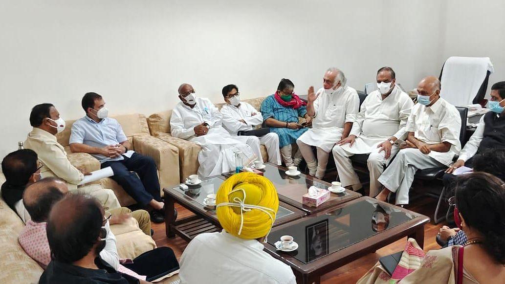 اپوزیشن جماعتوں کے رہنماؤں کی پارلیمنٹ میں دوبارہ میٹنگ