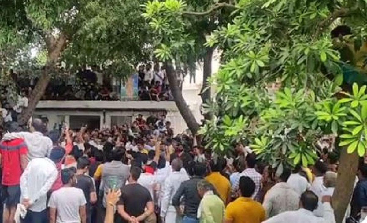 یو پی: گرفتار گوجر لیڈروں نے پولیس لائن میں لگائی پنچایت، بی جے پی کے بائیکاٹ کا کیا اعلان