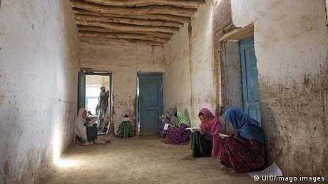 افغانستان: بچیوں کی تعلیم کو ایک بڑا دھچکا