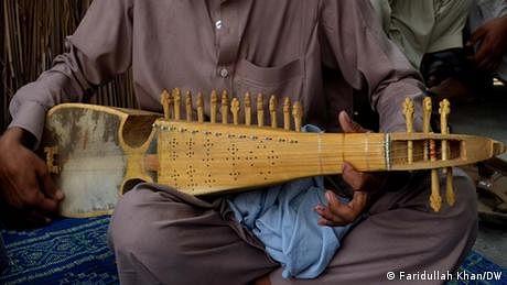 درجنوں افغان فنکاروں کی پناہ کے ليے پاکستان آمد