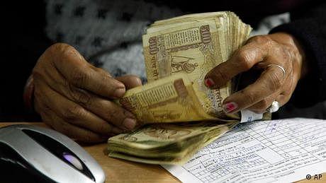 بھارت: لوگوں کے بینک اکاؤنٹ میں کروڑوں روپے کیسے پہنچ گئے؟