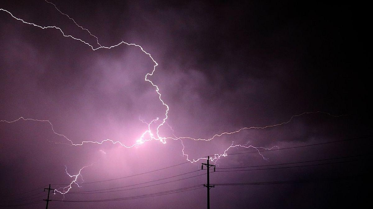علامتی، آسمانی بجلی، تصویر آئی اے این ایس
