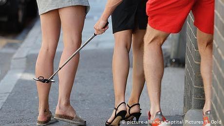 خواتین کی 'اپ اسکرٹ' تصاویر بنانے والوں کے لیے سزا کا نیا قانون
