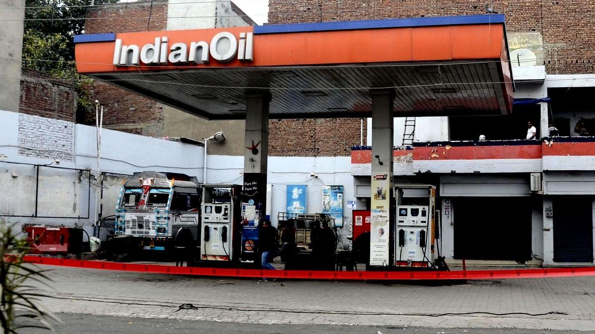 پٹرول اور ڈیزل کی قیمتیں/ تصویر آئی اے این ایس