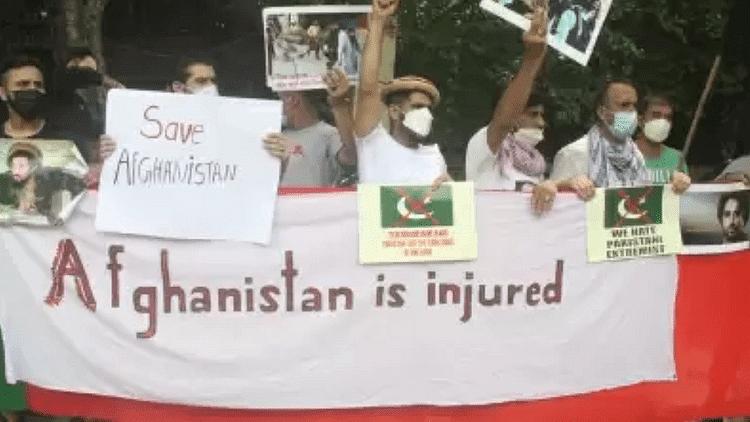 پھر افغان شہریوں نے پاکستان کے خلاف کیا مظاہرہ، افغانستانی امور میں مداخلت نہ کرنے کا مطالبہ