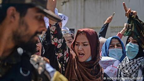افغان خواتین کس طرح طالبان حکومت کے خلاف مزاحمت کر رہی ہیں