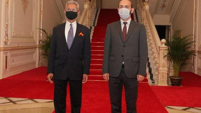 اپنے آرمینیائی ہم منصب سے ملاقات کرتے وزیر خارجہ ایس جے شنکر
