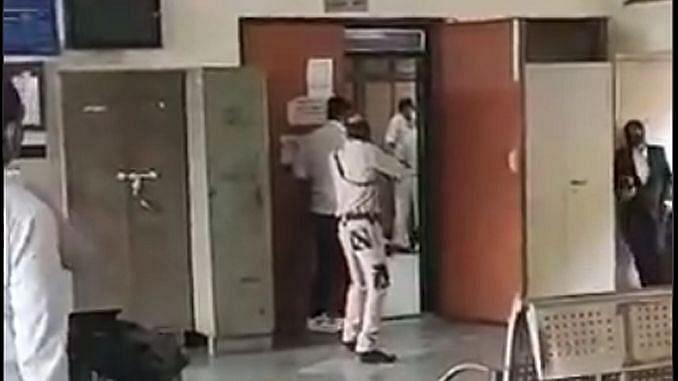 دہلی کورٹ میں شوٹ آؤٹ سے ناراض وکلاء نے ہڑتال کا کیا فیصلہ، کانگریس نے راجدھانی کو 'کرائم کیپٹل' بنانے کا لگایا الزام