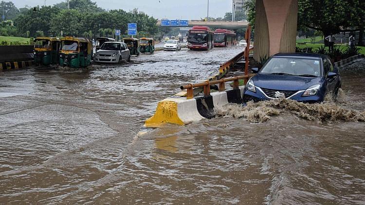 دہلی میں ہوئی زوردار بارش نے توڑ دیا 77 سال پرانا ریکارڈ، جگہ جگہ سمندر کا نظارہ