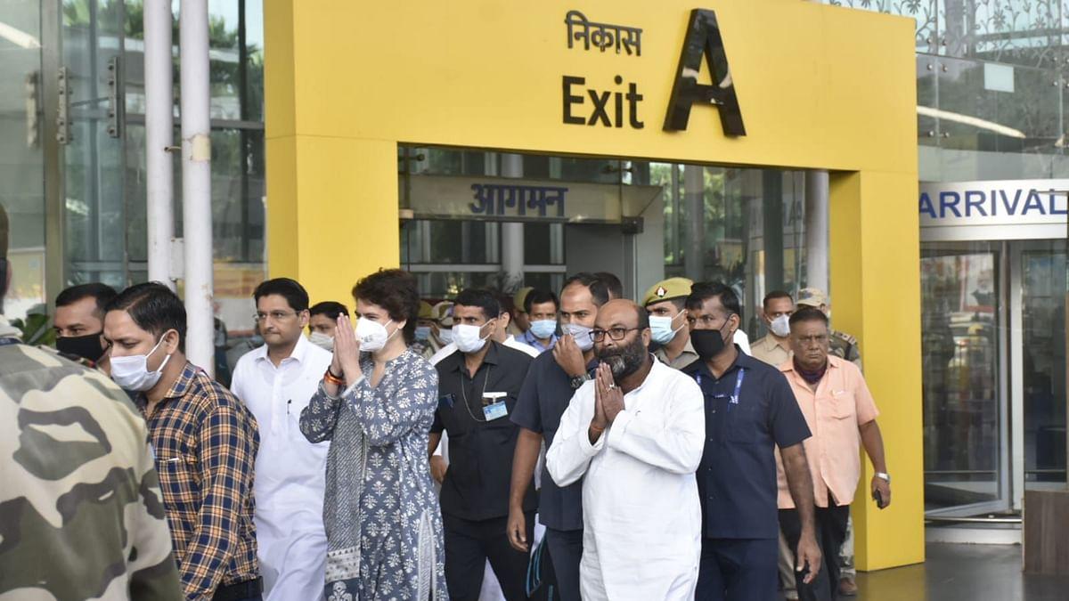 پرینکا گاندھی 'انتم ارداس' میں شرکت کے لئے لکھنؤ سے لکھیم پور کھیری کے لئے روانہ
