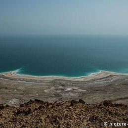 بحیرہ مردار سے یک جہتی، دو سو افراد نے کپڑے اتار دیے