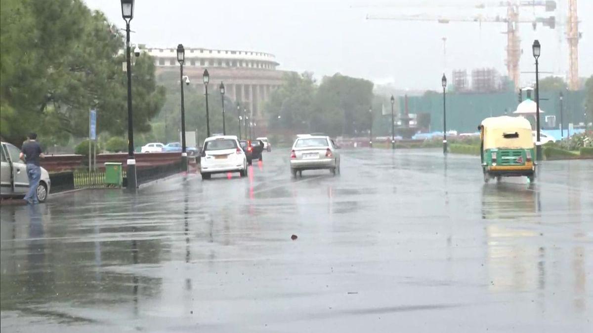 دہلی میں ہلکی بارش، ہوا کا معیار انتہائی ناقص