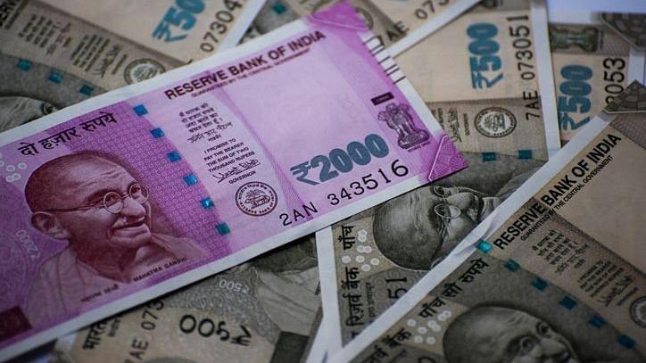 ڈالر کے مقابلے روپیہ کی کم ترین سطح، 37 پیسے کی گراوٹ، ڈالر 75 روپے کے پار