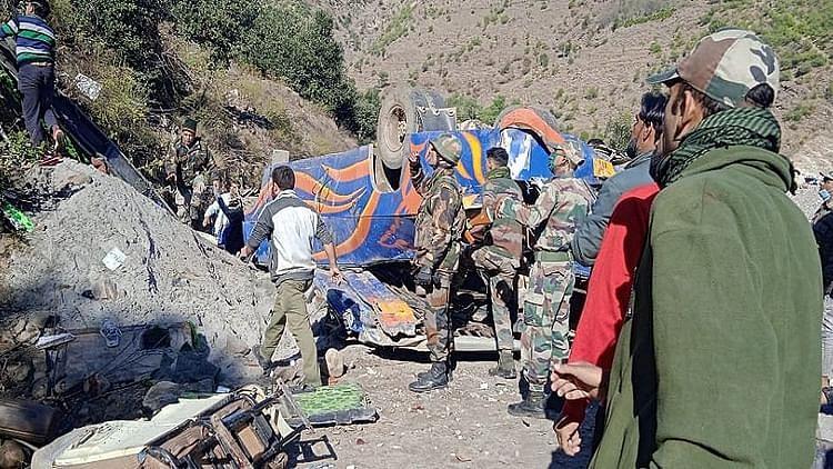 اہم خبریں: جموں و کشمیر کے ڈوڈہ میں خوفناک سڑک حادثہ، بس کھائی میں گرنے سے 8 افراد ہلاک، متعدد زخمی