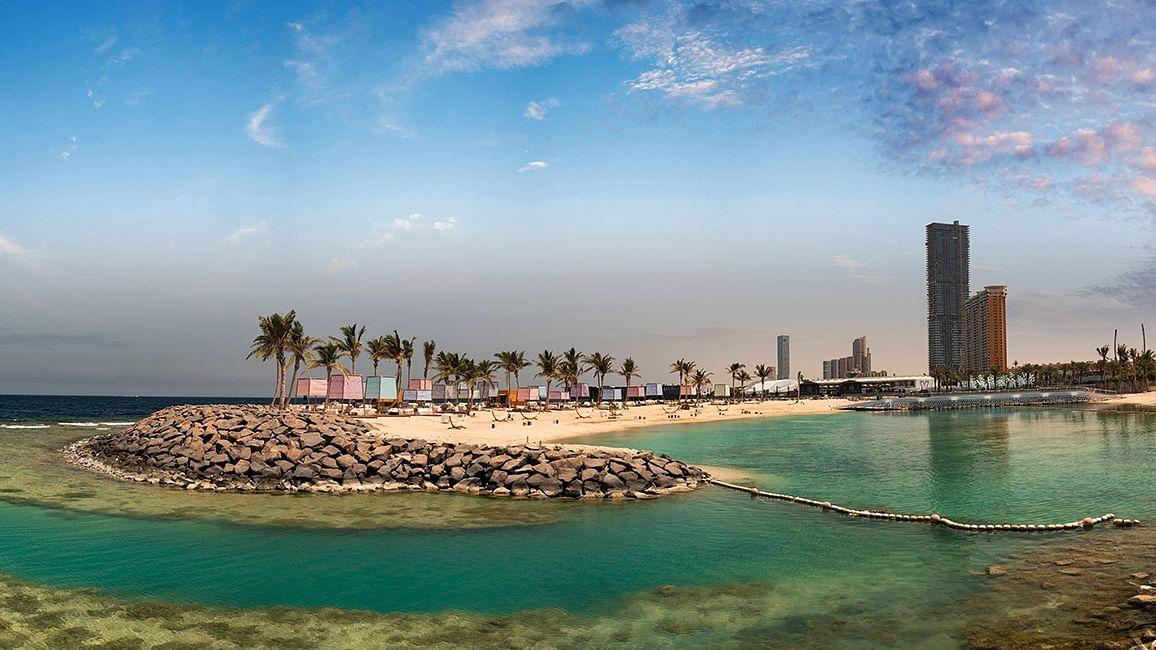 سورج، سمندر اور جنس مخالف: سعودی معاشرہ بتدریج کھلتا ہوا، کہیں زیادہ تو نہیں کھل رہا؟