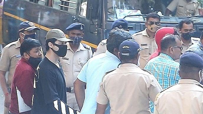 کیا کروز پر فرضی چھاپہ ماری ہوئی، آرین خان کو گرفتار کرنے والا شخص بی جے پی لیڈر ہے!