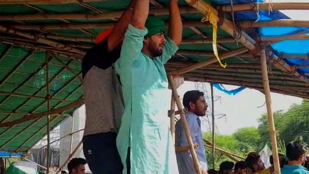 کسان تحریک: غازی پور بارڈر پر مہینوں سے بند سڑک کھولنے کی تیاری
