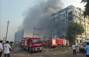 گجرات کی فیکٹری میں زبردست آتشزدگی، 2 افراد کی موت، 72 افراد کو محفوظ نکالا گیا