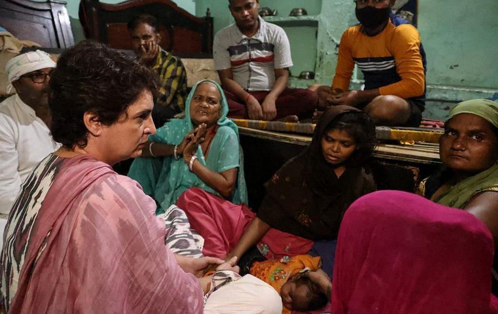 پرینکا گاندھی نے کی مرنے والے صفائی ملازم کے اہل خانہ سے ملاقات