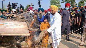 پنجاب کے وزیر اعلیٰ نے شہید جوان کی اَرتھی کو دیا کندھا، سبھی کی آنکھیں نم