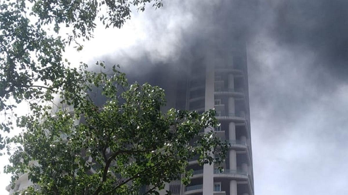 ممبئی کی لگژری رہائشی بلڈنگ میں لگی بھیانک آگ، 19ویں منزل سے گر کر ایک شخص کی موت، دیکھیں ویڈیو