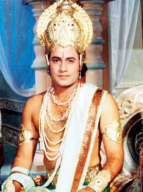 मेरठ निवासी अरुण कहीं भी मिल जाएं तो बुजुर्गो के हाथ भी उनके आगे श्रद्धा से जुड़ जाते हैं. (फोटो: ट्विटर)