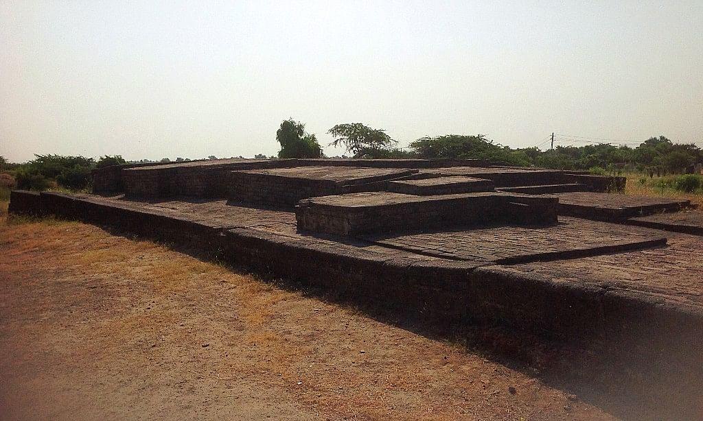 गुजरात में लोथल स्थित सिंधु घाटी सभ्यता का बंदरगाह शहर