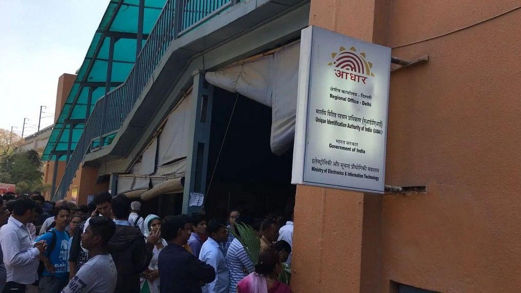 ड्राइविंग लाइसेंस को भी Aadhar से जल्द ही कराना पड़ सकता है लिंक