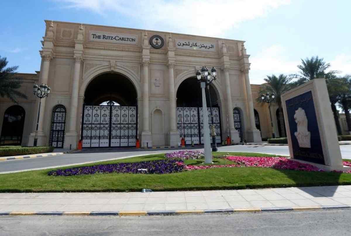 4 नवंबर की रात को, रियाद के होटल रिट्ज कार्ल्टन में 11 प्रिंस, 4 मंत्री और कुछ पूर्व मंत्रियों को कैद कर लिया गया.