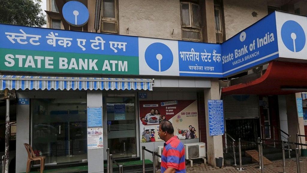 SBI cardholders: SBI ATM से पैसे निकालने का नया नियम, जानिए अब कैसे निकाल पाएंगे