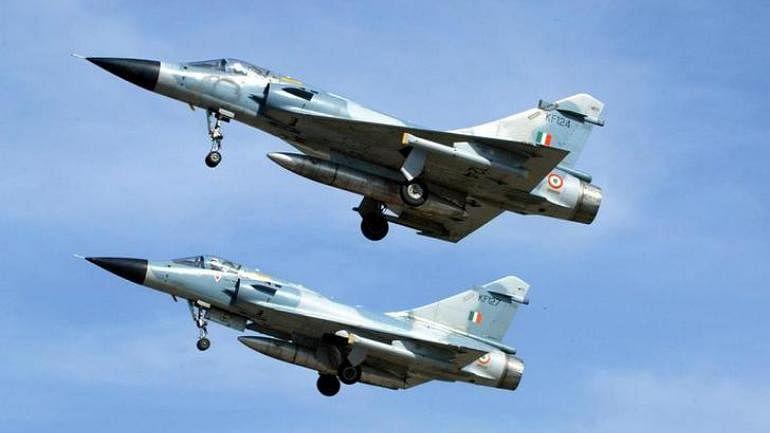 इंडियन एयरफोर्स की आतंकी ठिकानों पर स्ट्राइक, बरसाए 1000 किलो बम