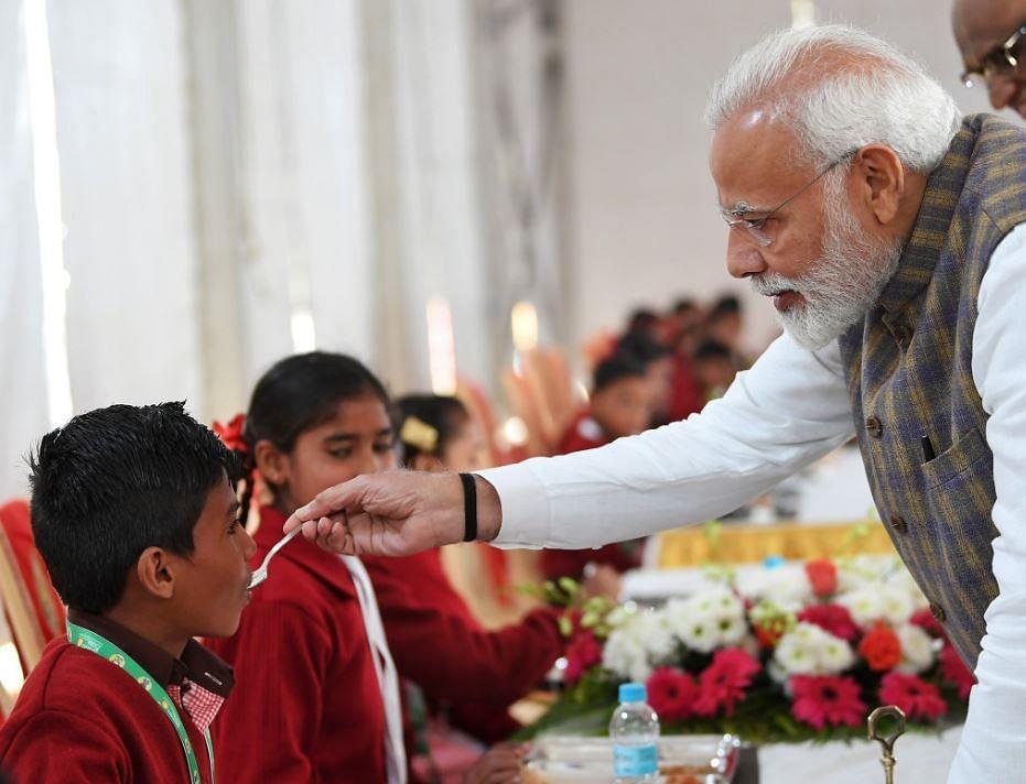 Q लखनऊ: राहुल-प्रियंका का लखनऊ में भव्य स्वागत,मथुरा में पीएम मोदी