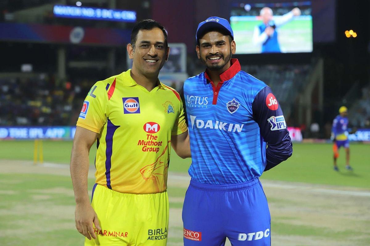 चेन्नई सुपर किंग्स के कप्तान महेंद्र सिंह धोनी के साथ श्रेयस अय्यर