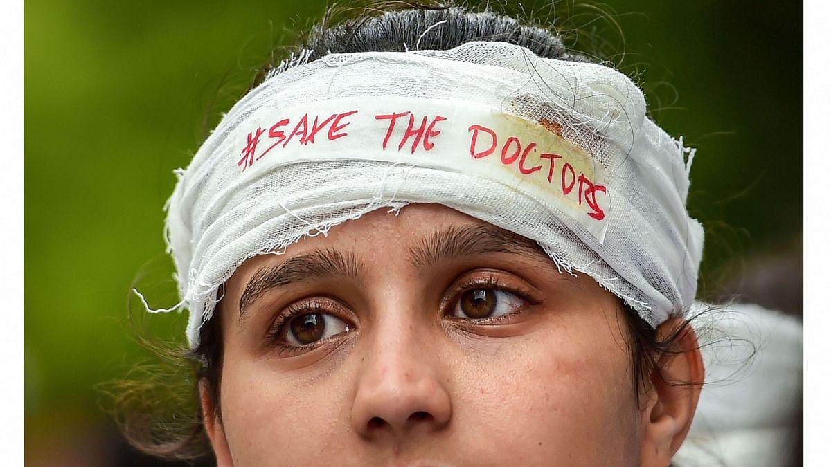 जब दर्द से कराहती मरीज को देख हड़ताली डॉक्टरों का दिल पसीज गया