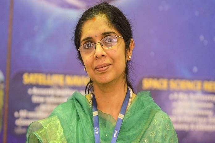 नंदिनी इसरो में रॉकेट साइंटिस्ट हैं, जो 20 सालों से इसरो से जुड़ी हैं