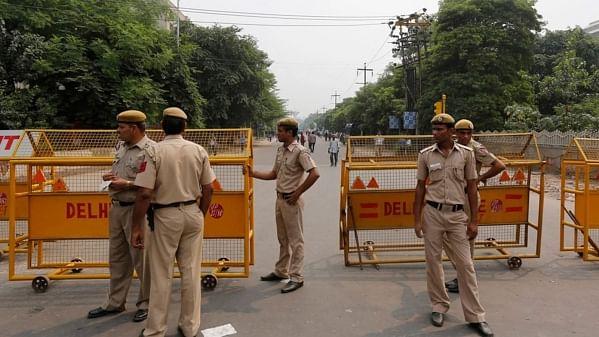दिल्ली में आतंकी हमले के इनपुट, स्पेशल सेल ने की कई जगह छापेमारी