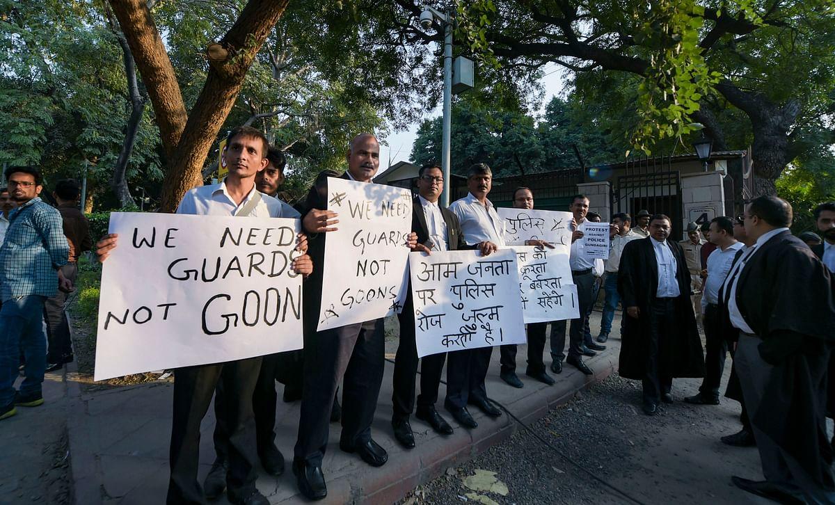 दिल्ली पुलिस के खिलाफ 6 नवंबर को दिल्ली हाईकोर्ट के बाहर वकीलों का प्रदर्शन