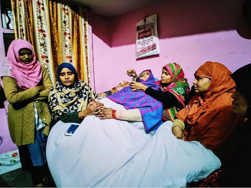 अनस के परिवार का कहना है कि जब से बेटे की मौत हुई है, तब से उसकी मां ने न खाना खाया और न सोयी