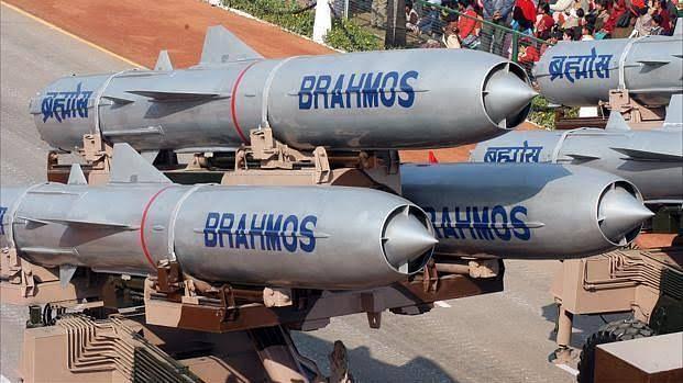 सेना अलग-अलग रेंज से खतरनाक मिसाइल ब्रह्मोस का कर रही है परीक्षण