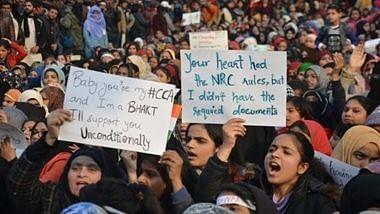 दिल्ली : शाहीनबाग की महिलाओं को मिला जामिया छात्रों का साथ